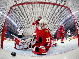 В училище олимпийского резерва по хоккею проходят вступительные экзамены.